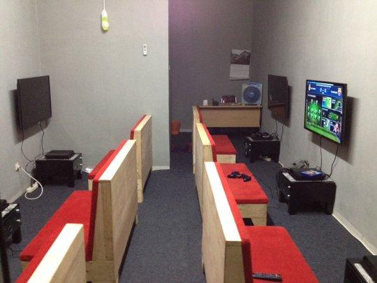 8 Desain Ruangan Rental Playstation