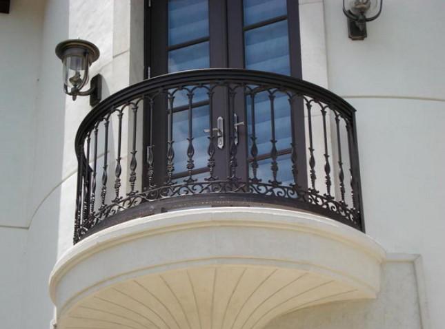10 Desain Railing Balkon Minimalis